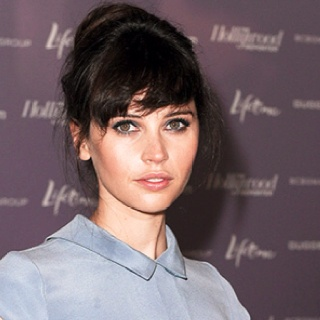 Felicity Jones = Ana?Beautiful Inspiration, Felicity Joneses Hair, Beautiful Crushes, Style, Beautiful Hair, Frangia Front, Fringes, Famous Face, Formal Hair