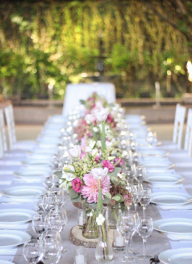 Mesa de novios Casa Almarza #wedding #weddingdecor #decoración #matrimonios #mesadenovios #wedddingtable #flores #flowers #dahlias #pink #spring #primavera #azahar