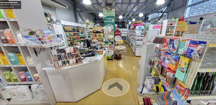 Natura Amica è un negozio specializzato nella vendita di prodotti per gli animali domestici. Scoprilo grazie al tour virtuale Business View.