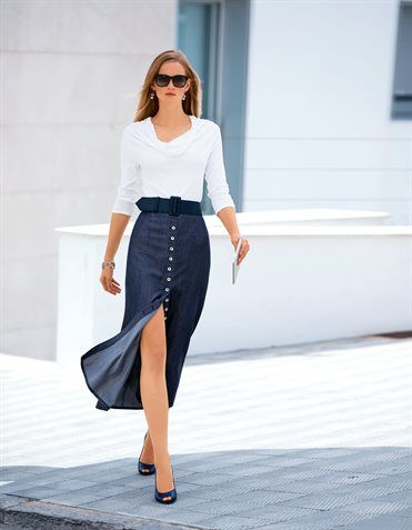 Tencel Skirt in Maxi-length knit sweater with 3/4-Arm, leather pumps, leather belts