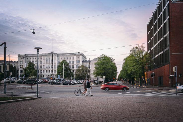 Näkymä Hietalahden torille ja Bulevardille. / View to Hietalahti market square and Bulevardi.