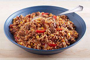 Quelques ingrédients de base suffisent pour préparer ce plat. Et lorsque vous serez de retour à la maison, un délicieux souper de bœuf et de riz vous attendra!