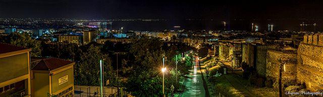 ● Thessaloniki - Panoramic Picure from Ano Poli & the city's Byzantine walls!  ● Θεσσαλονίκη - Πανοραμική φωτογραφία από την Άνω Πόλη - Κάστρα   ●  #thessaloniki #nightshot #night #greece #macedonia #ano #poli #θεσσαλονικη #ανω #πολη #καστρα #νυχτερινη #φωτογραφια