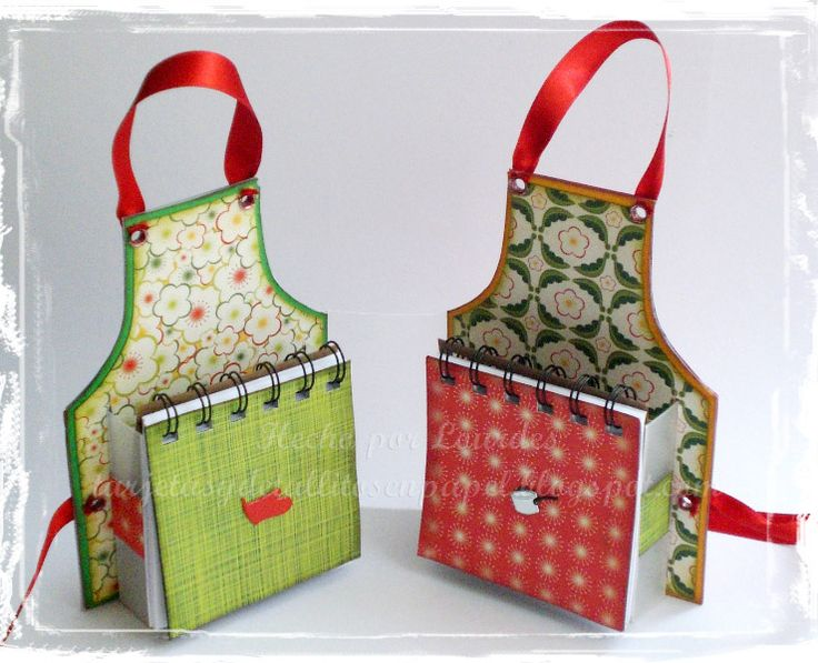 Recipe holder. Paper apron with little notebooks