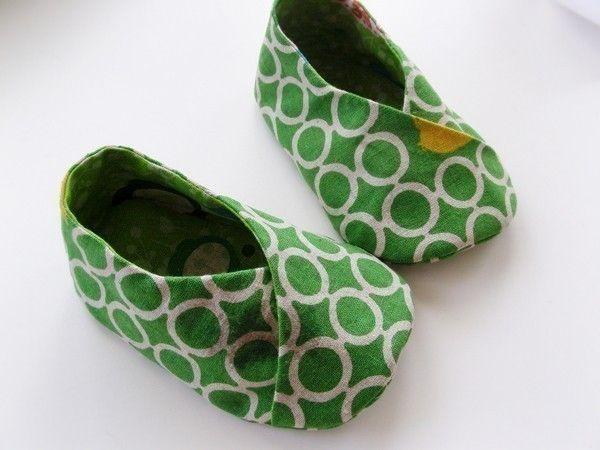 DIY Baby Kimono shoes pattern http://www.homespun-threads.com/hp_zencart/download/KimonoShoePattern2009x.pdf
