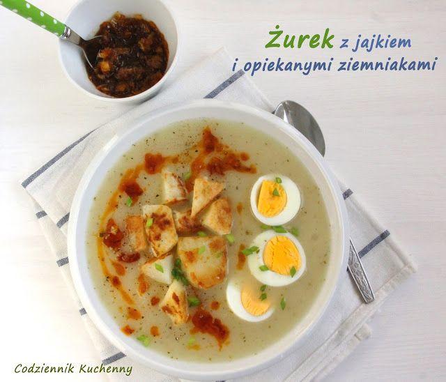 Żurek z jajkiem i opiekanymi ziemniakami.
