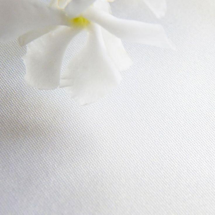 Wibalin® Astra Nacrea: una carta dalla splendida superficie perlata. Ideale per i packaging più lussuosi, sia rivestiti che fustellati, per la stampa a caldo, in serigrafia e offset. Disponibile sia nella versione liscia che in quella goffrata, con spalmatura su entrambe o su un unico lato e nelle grammature 125g/mq oppure 300g/mq. ������ #fontanagrafica #finepaper http://misstagram.com/ipost/1552768686607837572/?code=BWMiuS_nCmE