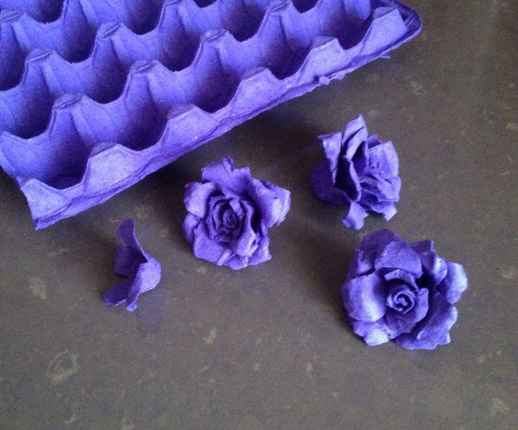 Цветы из яичного лотка