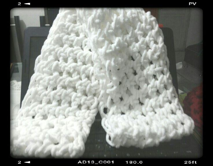 Bufandas tejidas a mano y sin agujas....