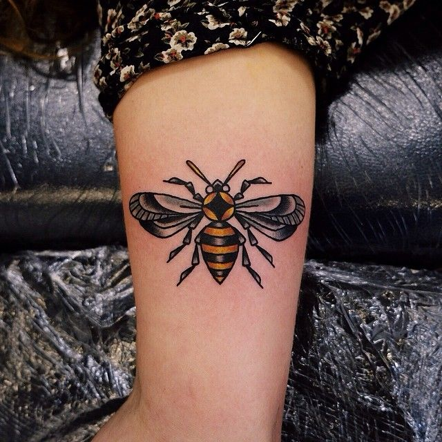 769 best images about tatspiration on pinterest for Bee tattoo manchester