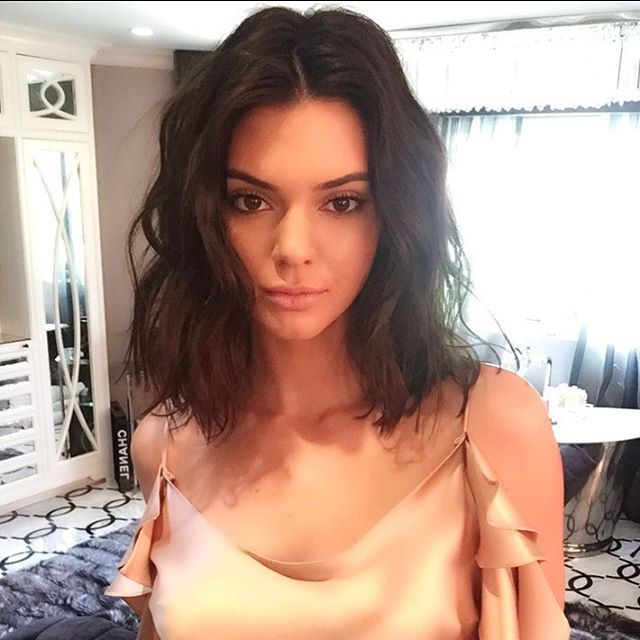 Salon day today @ritahazan ! ✂️ My most requested vibe? The Kendall® messy lob! Ladies how are we ever going to go back to long hair? Makeup @makeupbyariel #JenAtkinHair @monicarosestyle #KendallJenner