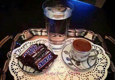 صباحوووو قهوة و سنكرز XD