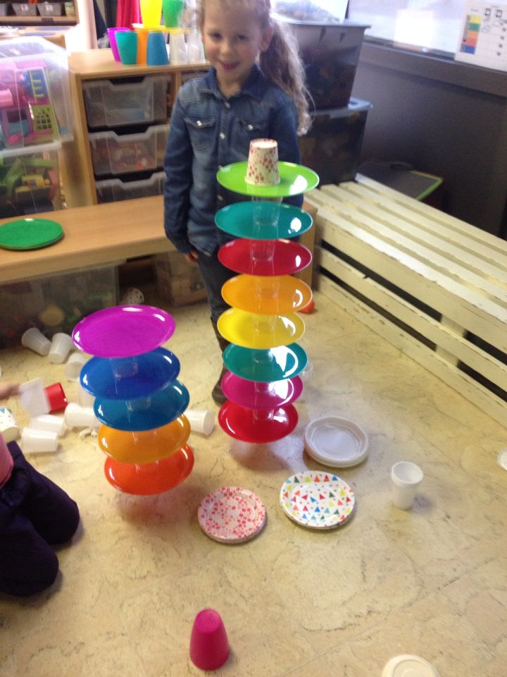 Constructiehoek: Bouwen met borden en bekers