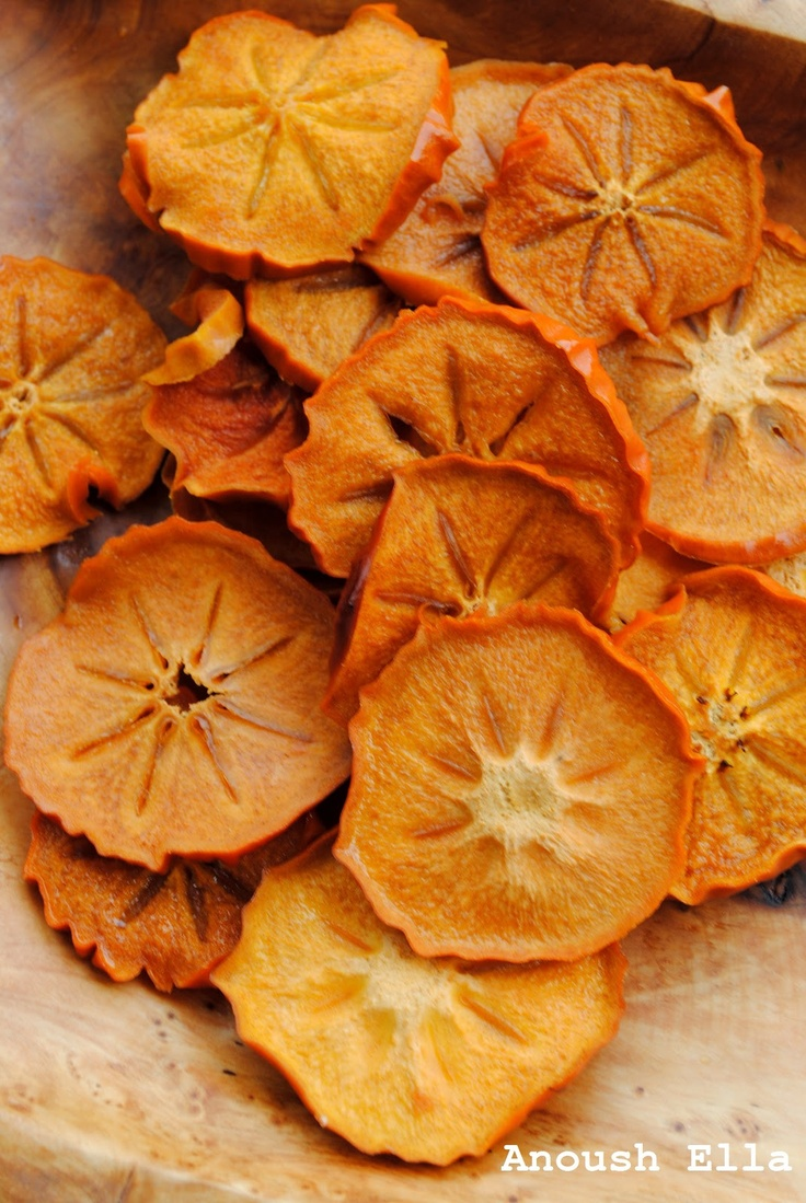Recipe for #persimmon #chips ! A #healthy #holiday snack and great for baking.