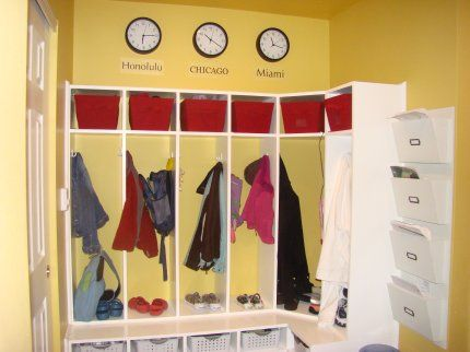 Corner cubbies for the mudroomGarages Organic, Benches Ideas, Mudroom Ideas Garages, Lockers Ideas, Dreams House, Mud Rooms, Garages Lockers, Laundry Room, Mudroom Storage