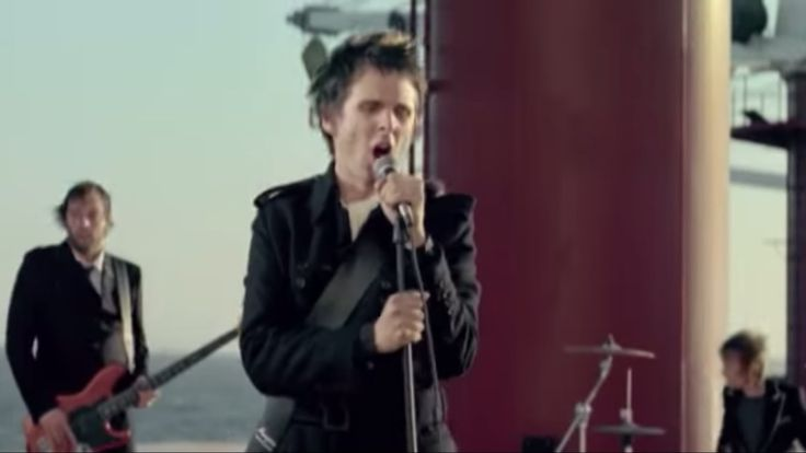 """Our hopes and expectations/ Black holes & revelations"" Muse - Starlight (Video)"
