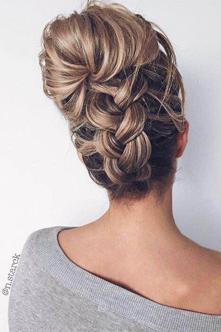 Ouuu how nice is this braided bun! via @n.stark