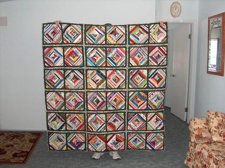 My selvage quilt finished today! Just my style- all kinds of funky colors and using up what some folks toss away.Quilt Pics, Selvage Quilt, Quilt Ideas, Selvedge Quilt, Quilt I D, Quilt Finish, Neat Quilt, Quilt Pattern