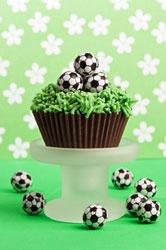 soccer ball cupcakes - Fußball-Cupcakes für eine Fußball-Party