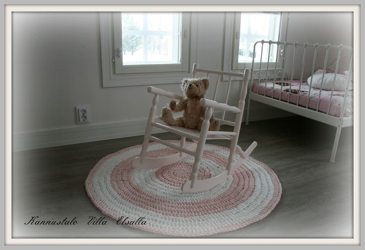 Girls room. DIY: crocheted mat