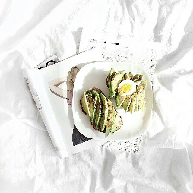 любимый завтрак инстаграмеров - тост с авокадо 🍴 #darlingweekend #thenativecreative #tablesituation #lowlightleague #vscogallery #foodstyling #picoftheday #goodtime #atmosphere #ilove_simplebeyond #lunch #whywhiteworks #foodvsco #mobilemag #thestreetnetwork #мирдолжензнатьчтояем #onthetable #fashionblogger #herrera_insta #beautifuldestinations #peoplescreatives #vscoukraine #vscovisuals #ig_masterpiec #littlestoriesofmylife #flatlay_ua #seekthesimplicity #onmytable #whatieat…