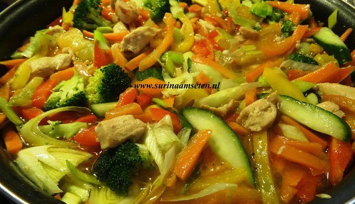Surinaams eten – Surinaamse kip-groenteschotel