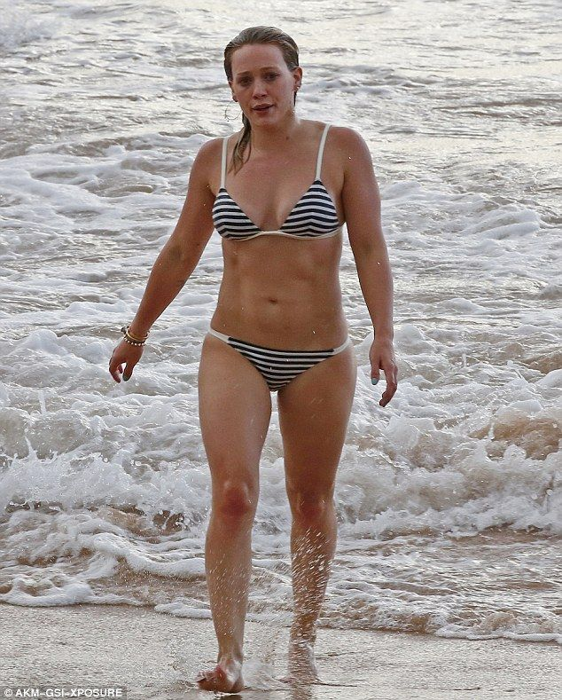 Hilary Duff flatters her toned figure in striped bikini while holidaying in Hawaii | Daily Mail Online
