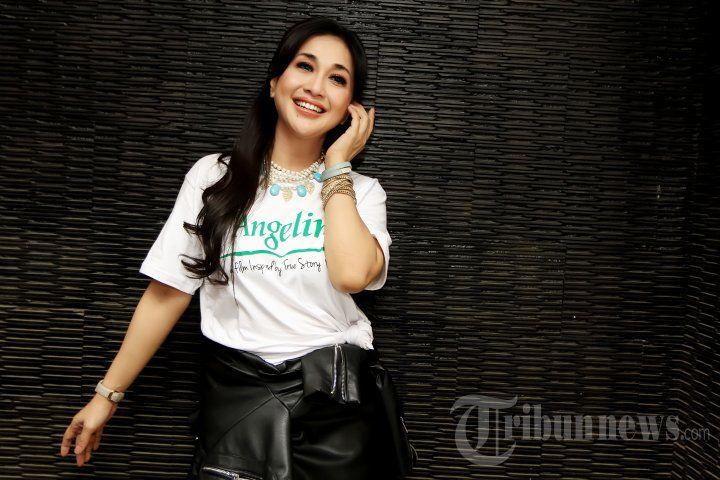 PARAMITHA RUSADY - Pemain film Paramitha Rusady saat menghadiri acara syukuran untuk proses syuting film yang berjudul 'Untuk Angeline' di Dapur Sunda Pondok Indah Mall, Jakarta Selatan, Kamis (7/1/2016). Film ini diilhami kisah nyata Angeline, tragedi gadis cilik dari Bali dengan target selesai dalam tiga minggu. TRIBUNNEWS/JEPRIMA