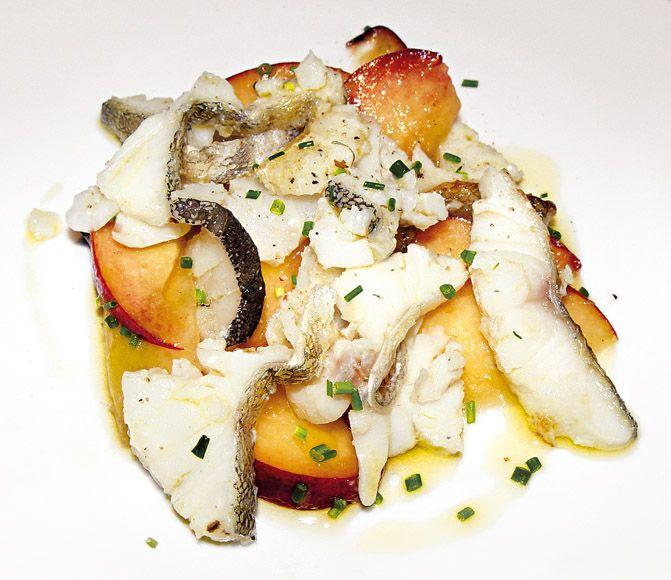 """""""Insalata di pesca bianca e filetto di baccalà arrostito"""" dello chef Vincenzo Cammerucci del Ristorante Camì di Savio di Cervia (RA)  #lamadia #lamadiatravelfood #food"""