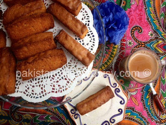 Maslane,chrapki i bardzo smaczne pakistanskie sucharki. Dokładny przepis znajdziesz tutaj : http://www.pakistanskieprzepisy.com/2015/05/06/cake-rusk-pyszne-chrupiace-sucharki/