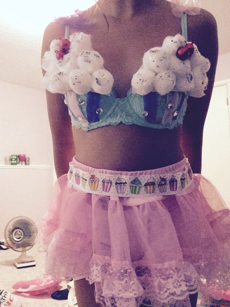 "DIY Katy Perry costume ""California Girls"" video cupcake bra"
