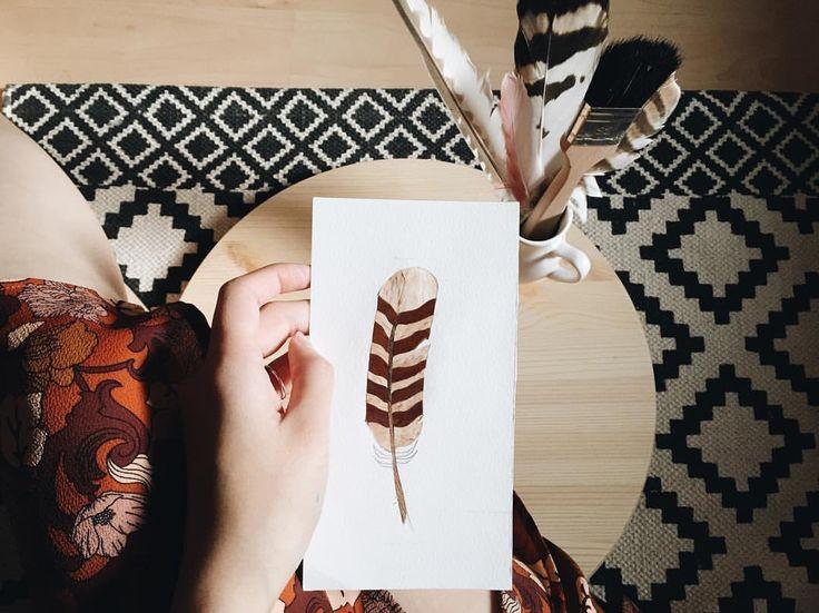 COZYFUR в Instagram: «Thinking about decorating a new tabletop with feathers 🐤 lil wooden sketch А может столик с перышками? 🍂 #tabletop #столешница #деревяннаястолешница #woodentabletop #coffeetable #marquetry #marquetryart #инстаграмнедели»