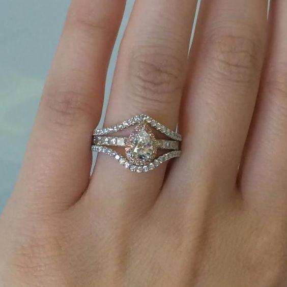 Simon G Jewelry #SimonGJewelry #EngagementRing #Diamonds #Engaged #BrideToBe