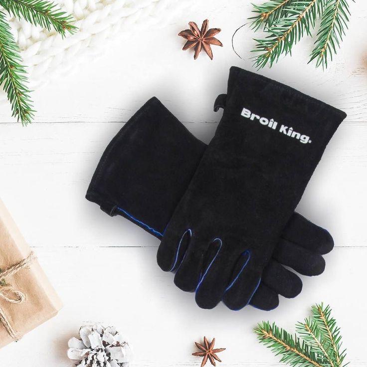 Szukasz pomysłu na świąteczny prezent? Odwiedź autoryzowane sklepy Broil King i wybierz akcesoria do grillowania z najwyższej półki!  #grill #grillgazowy #bbq #broilking #broilkingpl #broilkingpolska #prezent #swieta2017 #rekawice #pomysly #prezenty #giftidea