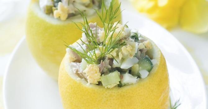 Recette de Citrons farcis au thon, courgette et fromage blanc 0%. Facile et rapide à réaliser, goûteuse et diététique.