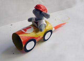 Race auto van een wc rol