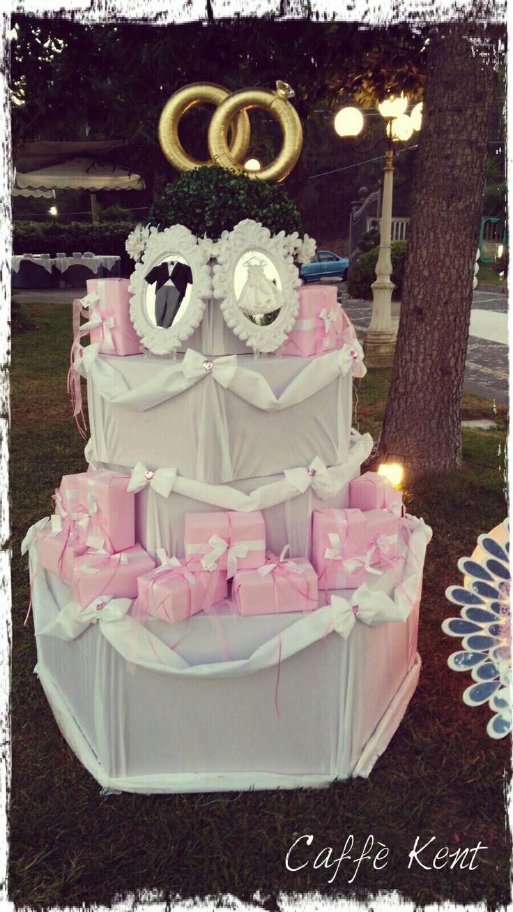 Wedding cake by wedding favors