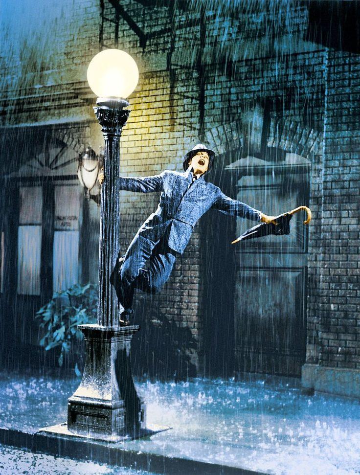 """Cada vez que el clima acompaña de un día lluvioso, me acuerdo el tema de """"cantando bajo la lluvia""""."""