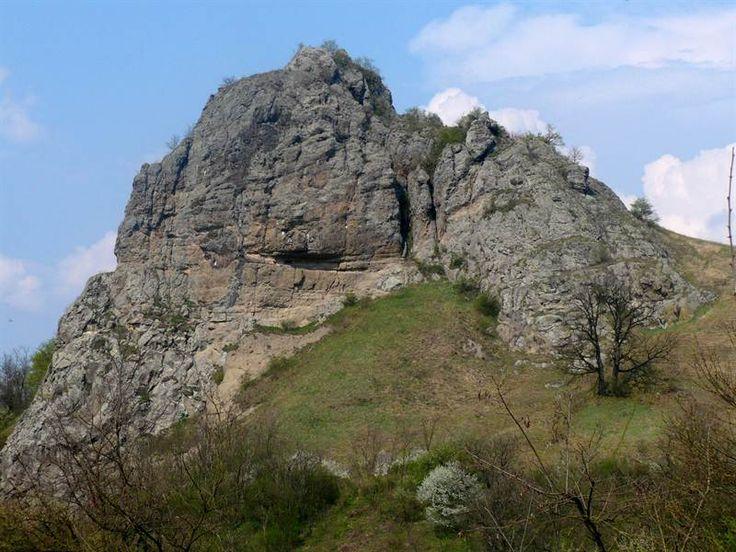Soví hrad z obce Śurice
