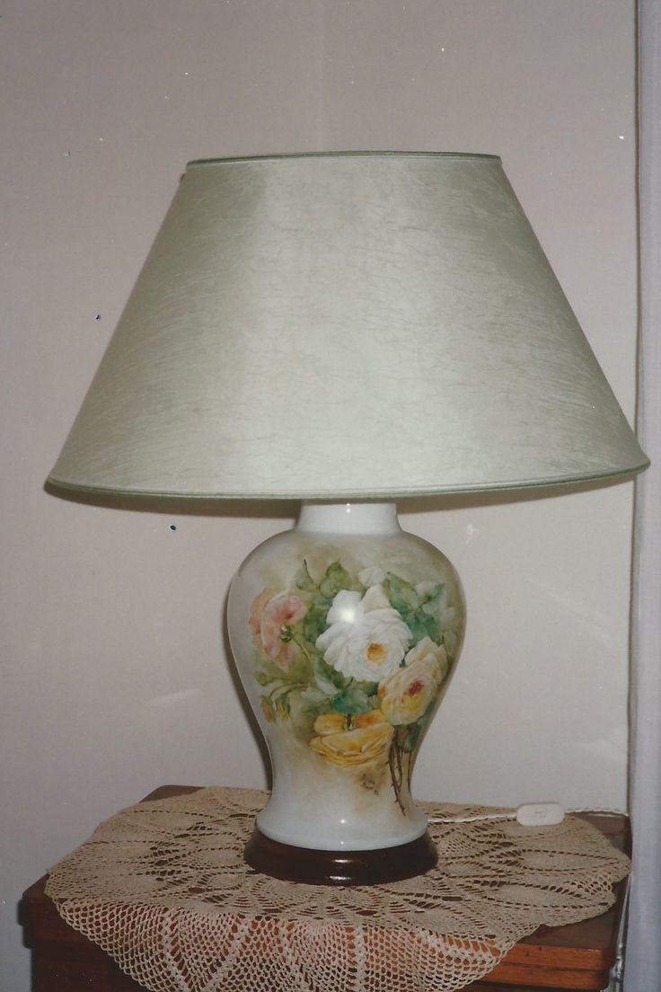 Lampada dipinta da me su porcellana  con tecnica olio molle ,paralume in seta