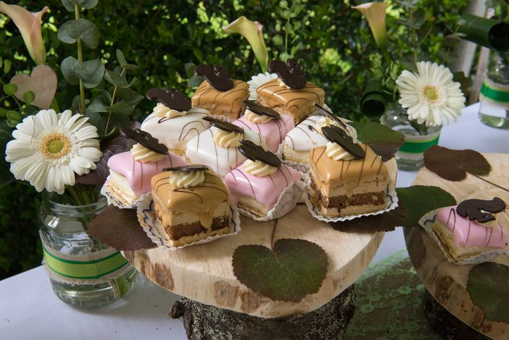 Alternatief taartenstandaard op bruiloft in rustieke stijl