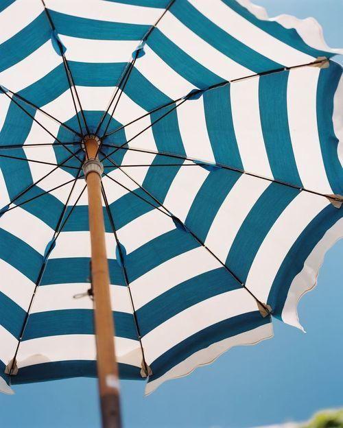 Classic Stripes on a fabulous umbrella - www.varaldocosmetica.it/en #essenzadiriviera.com