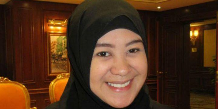 Kisah Menggetarkan Presenter Cantik Filipina Tunaikan Haji ===============================================  Merasakan perjalanan haji yang pertama kali merupakan pengalaman luar biasa menggembirakan sekaligus mengharukan. Perasaan itulah yang dialami presenter TV Filipina Habibah Sarip.  Apalagi bagi Habibah yang merupakan satu-satunya awak media Muslim di Filipina ini adalah ibadah haji pertamanya. Gadis berwajah manis ini merupakan satu dari 150 wartawan internasional yang mendapat…