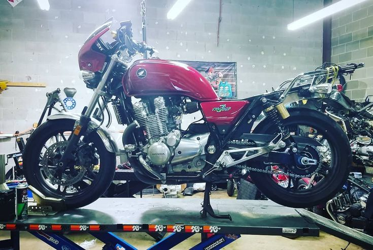#badass #CB1100 #youmeetthenicestpeopleonahonda #caferacersofinstagram #motorcycle @honda_powersports_us @hondacaferacers #red #ridewithme #garage #maintenance #mechanic