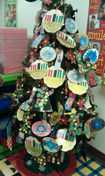 Christmas Around The World Craft Ideas Part - 38: Christmas Around The World Holiday Tree