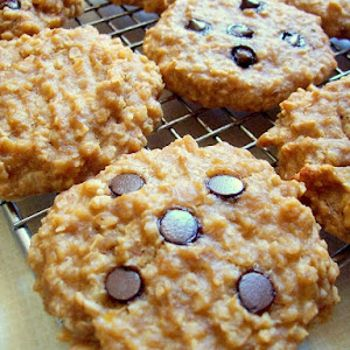 peanut butter oat banana breakfast cookies ~ high in protein, only 100