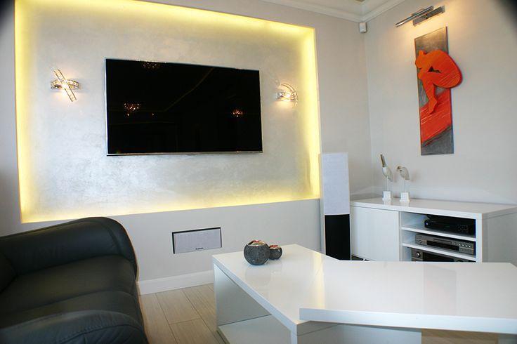 Mała praca przestrzenna i nowoczesne, czyste wnętrze/ Small spatial work and modern, clear spaces