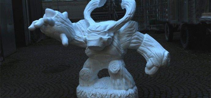"""fantasy-figur_styropor    Auf der Gamescom 2012 in Köln wurde die neue Figur """"Tree Rex"""" der Skylanders Giants vorgestellt. Dazu fertigten wir eine vergrößerte Darstellung der Fantasy-Spielfigur aus Styropor an.     Die Weiterbearbeitung und Bemalung erfolgte durch die Firma Kracht Objekt- und Messebau in Aachen."""