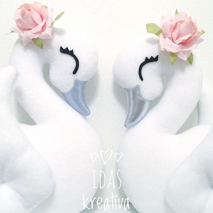 ✨Swan love✨ . . . #børneværelse #lastenhuone #chambredenfant #kinderkamer #barnerom #jenterom #flickrum #handgjord #barnrumsinredning #детскаякомната #kinderzimmer #habitacionbebe #nordickids #nordickiddos #nordickidsliving #swan #swans #svan #svanar #decor #dekoration #handmade #handgjord handmade Swans pattern sewing diy