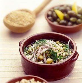 Παραδοσιακή συνταγή της Κρήτης που ακούει στο όνομα: Φωτοκόλλυβα, Παληκάρια ή Πολυσπόρια. Όπως και να το πείτε, είναι ένα θρεπτικό πιάτο, που τρώγεται ζεστό ή κρύο